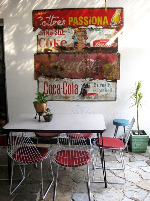 Decoracao De Sala Retro ~ Vintage signs are also great wall art for outdoor living spaces Rust